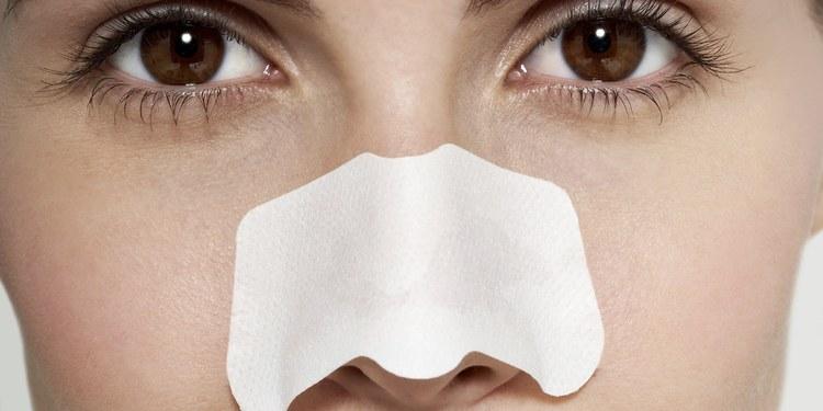Do blackhead removal strips make pores larger?