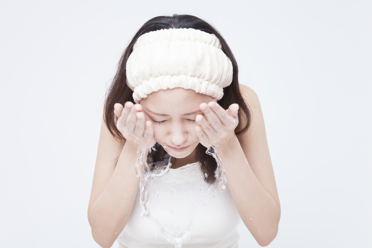 Woman cleanser with a cleanser with salicylic acid to treat acne